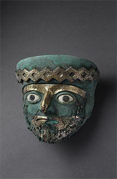 MOCHE culture - North coast 100 – 800 AD. Mask - copper, gold, shell, stone.   Ministerio de Cultura del Perú: Museo de Sitio de Chan Chan, Dos Cabezas.