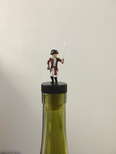 Soldier Wine Stopper Revolution War Wine by TheDecorativeCompany #winestopper #TheDecorativeCompany #warwinegift