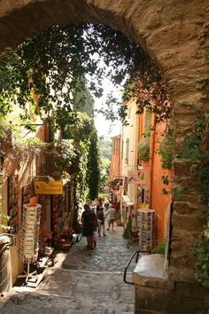Provence, France / streets and corridors / portals
