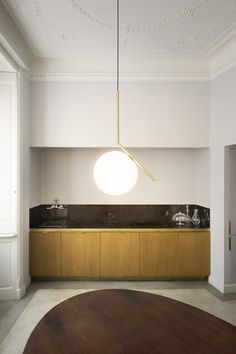 Designed by Michael Anastassiades, IC Lights S balances the designer's love of industrial simplicity with intricate symbolism. Featuring a thin steel base and delicately balanced blown-glass opaline orb, it is the perfect centerpiece for this open kitchen interior.   #flos #floslighting #lightingdesign #italiandesign #interiordesign #designinspiration #interiorinspiration #modernlighting #contemporarylighting #pendantlight #kitchenlighting #kitchendesignideas Home Lighting, Lighting Design, Pendant Lighting, Light Pendant, Kitchen Lighting, Pendant Lamp, Lighting Ideas, Open Kitchen Interior, Suspension Metal