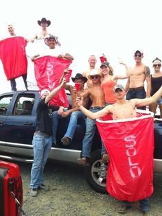 Is it wrong that I absolutely love this!?! Minus the Dodge! Country Girl Style, Country Boys, Country Music, Country Living, White Trash Party, Redneck Party, Red Solo Cup, Country Strong, Country Lifestyle