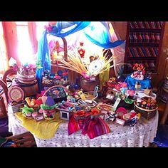 Mesa de dulces elaborada con dulces y artesanías  totalmente mexicanos. Mexican candy buffet.