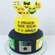 Adorei a ideia do bolo!!! By @vaniaelihimas !!!. #srafesta #emojis #bolo…