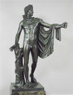 Réunion des Musées Nationaux-Grand Palais -Apollon au belvédère, Ht 2.18m, localisation: Fontainebleau, chateau, copie d'oeuvre grecque antique. Bronze.