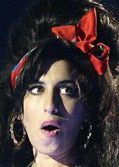 Asif Kapadian ohjaama dokumentti seuraa 27-vuotiaana kuollutta laulajaa teinivuosista kuuluisuuden huipulle ja hautajaisiin. Elokuva on tunteisiin vetoava tavalla, jota dokumentit harvoin onnistuvat olemaan. Se johtuu tavasta, jolla Winehouse tuodaan lähelle katsojaa.