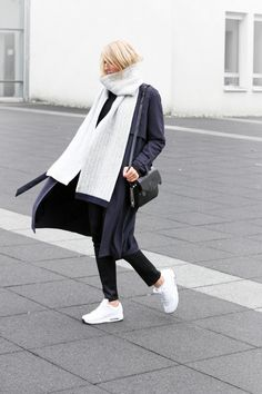 Outfit: big coat, scarf and nike air max