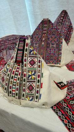 polomská kapka Folk Costume, Costumes, Folklore, Embroidery Patterns, European Clothing, Weaving, Culture, History, Prague