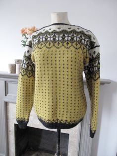Small fitting Scandinavian inspired jumper, made with Emu wool! Knitting Stitches, Hand Knitting, Knitting Patterns, Norwegian Knitting, Fair Isle Pattern, Vintage Knitting, Knit Crochet, Cardigans, Sweaters