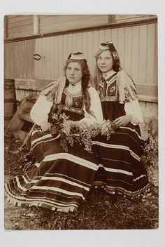 Historic photo of Kaks rahvariides naist Folk Costume, Costume Dress, Costumes, Baltic Region, Countries Of The World, Historical Photos, Norway, Culture, Black And White