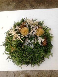 Chvojový věneček malý Projects For Kids, Diy Projects, Autumn Inspiration, Funeral, Advent, Diy And Crafts, Floral Wreath, November, Gifts