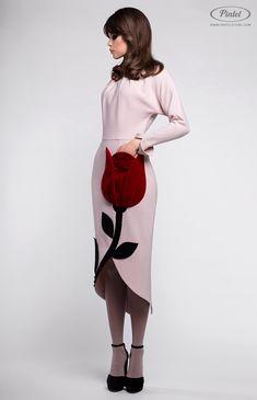 Pintel™ Store — AKEELIA — designer women's slim-fit long sleeve dress in genuine wool (Italy) Couture Fashion, Hijab Fashion, Fashion Dresses, Fashion Details, Look Fashion, Womens Fashion, Casual Dresses, Girls Dresses, Vestidos Vintage