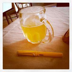 Oggi mille cose sa fare. Incastrare. Ergo: Pensiamo filtrando col giallo... #writing #lomo #lamysafari #beer #colors #yellow