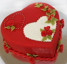 Valentine's day, Rejoice your favorite Cake Decorating Designs, Cake Decorating Techniques, Cake Designs, Heart Shaped Cakes, Heart Cakes, Cute Cakes, Yummy Cakes, Beautiful Cakes, Amazing Cakes