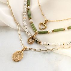 See here how to make the most beautiful necklace combinations with natural stone beads, top faceted beads and stainless steel charms. Cute Jewelry, Beaded Jewelry, Handmade Jewelry, Beaded Bracelets, Bold Jewelry, Trendy Jewelry, Summer Jewelry, Simple Jewelry, Stein Gold