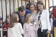 Queen Letizia of Spain Photos - Spanish Royals Attend Easter Mass in Palma de Mallorca - Zimbio
