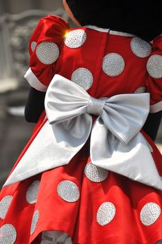 Minnie is the Queen of Disney Style! Walt Disney, Disney Fan, Disney Dream, Disney Style, Disney Trips, Disney Love, Disney Magic, Disney Mickey, Disney Parks