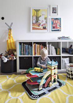Päiväkodin jälkeen Niilo jatkaa leikkejä kotonaan. Lastenhuoneen hylly ja matto ovat Ikeasta. Kehyksissä on TaiKin joulumyyjäisistä ostettuja talvikuvia. Muumikuva on Niilon kummitädiltä. Ikea, Kids Rugs, Home Decor, Decoration Home, Ikea Co, Kid Friendly Rugs, Room Decor, Home Interior Design, Home Decoration