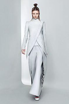Paris Fashion Week: Futuristic fashion at Gareth Pugh   Style Fest