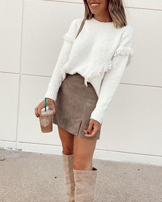 30 Easy Fall Outfit Ideas You can Copy Right Now Ssup ladies. - 30 Easy Fall Outfit Ideas You can Copy Right Now Ssup ladies. We know it kinda sucks but summer is - Simple Fall Outfits, Fall Winter Outfits, Autumn Winter Fashion, Fall Skirt Outfits, Sweater Skirt Outfit, White Sweater Outfit, Mode Outfits, Trendy Outfits, Fashion Outfits