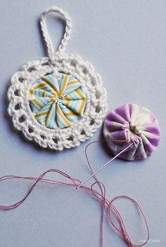 Jul.Christmas.Noel - Croyo-Yo's #crochet & #sewn ornaments. Great gift idea. :) via @sisterdiane & @crochetblogger