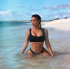 The sisters are currently on a beach getaway to Turks and Caicos. And on Tuesday, Kim and Kourtney Kardashian posed for a sizzling bikini photo on the beach. Kim Kardashian Bikini, Estilo Kardashian, Kim Kardashian Show, Kardashian Style, Kardashian Jenner, Kim Kardashian Photoshoot, Kim Kardashian Workout, Kim Kardashian Wedding, Bikini Noir