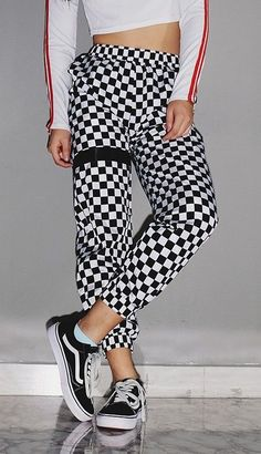 Checkerboard Sweatpants The Effective Pictures We Offer You About sweatpants outfits dressy A qualit Baggy Sweatpants, Oufits Casual, Sweatpants Outfit, Girl Outfits, Fashion Outfits, Ankle Length Pants, Fashion Essentials, Fashion Flats, Winter Outfits