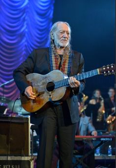 Willie Nelson performs during the 2013 Berklee College Of Music Commencement Concert at Berklee College of Music on May 10, 2013 in Boston, Massachusetts. (Photo by Paul Marotta/Getty Images)