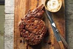 Balsamicoglazuur is zoet en zuur tegelijk en is een heerlijke combinatie met de grillsmaak van het vlees - Recept - Allerhande