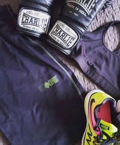 Todo preparado para el entrenamiento de hoy👊. Calentando por si los Reyes Magos 🐪🐪🐪 me traen carbón ♥ Everything is ready for today's workout 👊. Getting ready in case the Three Kings 🐪🐪🐪 bring me sweat coal ♥ #40andfit #keepgoing #gettingready #box #boxeomadrid #hit #emporiobarcelo #boxinglife #loveboxing #hitashardasyoucan #boxingday #boxingworkout #threekingsnight #moveforward #consistency #focus #goals