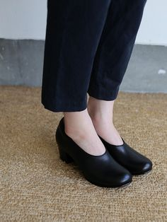 Crew neck slip on blouse / Simple easy tapered pants / Doll slippers Ⅳ 1