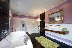 Luxuriöses Badezimmer - wer mehr erleben will, sollte die Heinz von Heiden-Stadtvilla in Falkensee-Berlin besuchen.