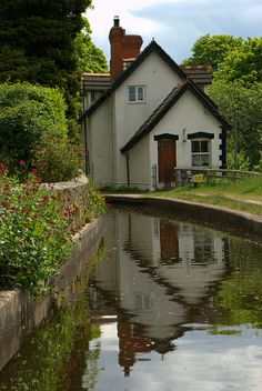 Llangollen Canal, Wales: ON THE CANAL - by chris .p on Flickr - - Narrow canal, 41 miles, 3 days, 21 locks (can be some queuing at peak times), 2 tunnels, 2 very special aqueducts! - http://www.waterwaysleisure.com/waterway/llangollen-canal/