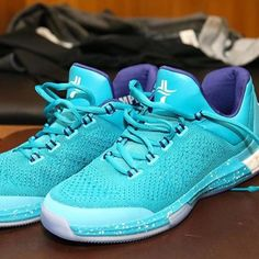 new product a3b01 dadbc Heres a look at jlin7s Charlotte Hornets Adidas Crazylight Boost 2015 PE.  kicksofamerica