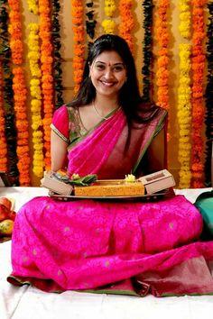 Benaras saree bhargavi kunam Pink Blouse Design, Bridal Blouse Designs, Saree Blouse Designs, Indian Wedding Ceremony, Saree Wedding, Telugu Wedding, Wedding Shoot, Bridal Looks, Bridal Style