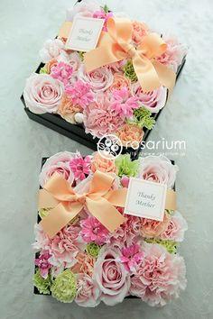 """ギフトフラワー I can't read this but I imagine it says """" Love these boxed flowers!"""""""
