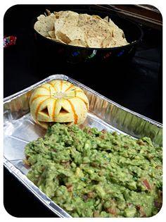 Guacamole puking pumpkin - Easy Halloween party food
