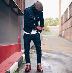 rugged double denim combo inspiration with a denim jacket plaid flatcap white t shirt raw denim jeans and brown red wing boots Guy Fashion, Denim Fashion, Fashion Outfits, Casual Outfits, Man Street Style, Stylish Men, Men Casual, Bon Look, Estilo Denim