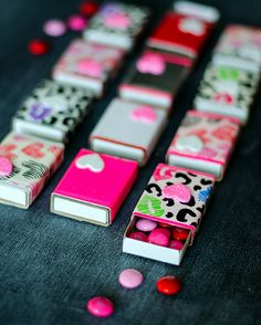 Matchbox valentine gift idea made with duck tape. Cute and creative Valentine's Day craft idea. Includes diy how to make with pictures. Valentines Day Decorations, Valentine Day Crafts, Tape Crafts, Fun Crafts, Cinta Washi, Saint Valentin Diy, Valentines Bricolage, Diy Cadeau, Diy Crafts For Adults