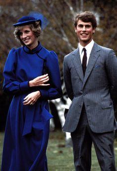 Diana de Gales sombrero cobalto look