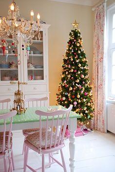 I want this skinny Xmas tree this year. SO PRETTY