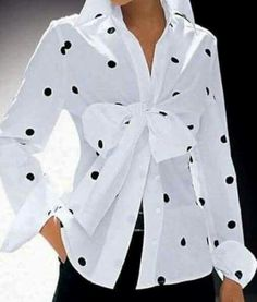 White shirt with polka dots White Outfits, Casual Outfits, Chanel Style Jacket, Black White Fashion, White Shirts, Blouse Styles, Mode Style, Mode Inspiration, Fashion Pictures