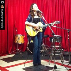 #Repost @sueyoungmusic with @repostapp.  Nichole Wagner debuts a new song @ #tomstabooley #openmic #songwriter #songtribe #folkmusic #americana #livemusic #atx