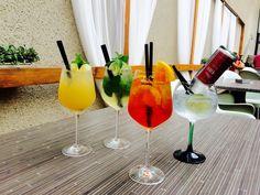GOOD FOOD & GOOD SUMMER DRINKS @sborovna Summer Drinks, Flute, Alcoholic Drinks, Good Food, Restaurant, Stuffed Peppers, Vegetables, Tableware, Glass