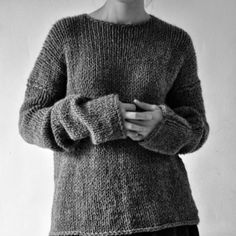 Sweater weather is better weather 😊 Fashion Mode, Look Fashion, Winter Fashion, Pull Gris, Winter Looks, Sweater Weather, Pulls, Knitting Patterns, Knitting Ideas