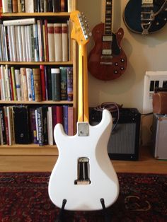 Squier Stratocaster Vintage Modified - Penguin Classics
