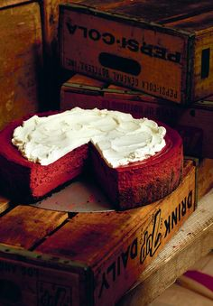 Fall in love with this rich red velvet cheesecake. This recipe, from Baked in America, combines a chocolate cookie base and indulgent red velvet cream cheese. Easy Chocolate Cheesecake Recipe, Caramel Cheesecake, Cheesecake Bars, Velvet Cream, Red Velvet Cheesecake, Banoffee, Mary Berry, Cream Cake, Just Desserts