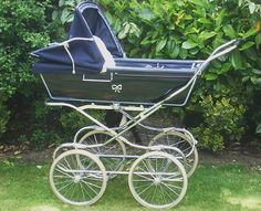 Vintage Coachbuilt Baby Boots Pram with Fold Down Chassis +quick release Wheels. I love this!