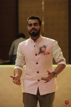 Mens Indian Wear, Mens Ethnic Wear, Indian Groom Wear, Indian Men Fashion, Mens Fashion Suits, Wedding Dresses Men Indian, Wedding Dress Men, Nehru Jacket For Men, Waistcoat Men