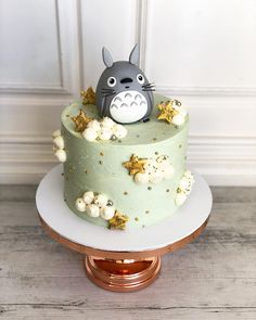 31 Totoro Cake That So Adorable To Eat - Cocomew is to share cute outfits and sweet funny things Pretty Cakes, Cute Cakes, Beautiful Cakes, Amazing Cakes, Totoro, Anime Cake, Cute Desserts, Fondant Toppers, Little Cakes