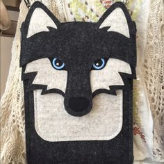 "Unique Siberian Husky Wool Purse Incredibly Well Made Wolf Shoulder or Crossbody Bag in Black, Dark Gray, & Off White Thick Wool & Swarovski Crystal Blue Eyes.  Convertible Black Nylon strap can be completely removed. This bag is large enough to fit an Apple iPad mini as it has one large compartment with an extra slot inside that goes the full height of the bag & a small slot on the outside. Bought from a Specialty Boutique ... Milly my model is 5'0"" ... Open to All Offers  comes from a…"